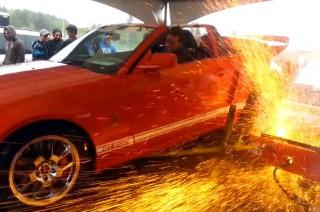 Диностенд для измерения мощности, взорвался под колесами Mustang.